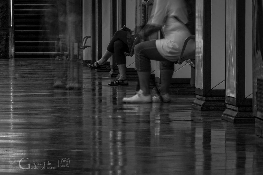 wartende füße